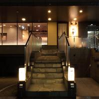 堺筋本町駅一番出口スグ石畳の階段をおあがりください