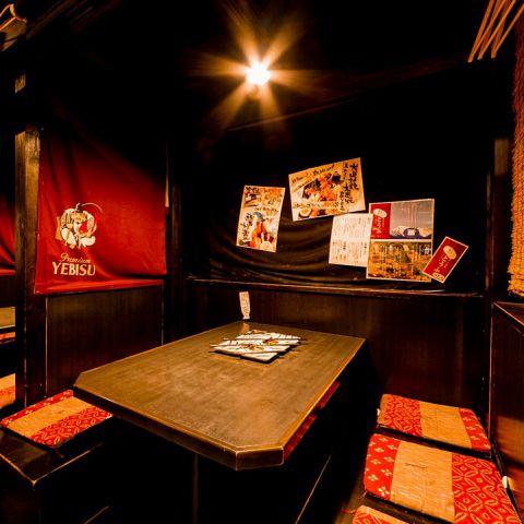大人気の2~6名様個室は予約がおすすめ。扉を閉めると誰にも邪魔されない二人の空間に。