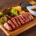 料理メニュー写真熟成肉 牛ステーキ 100g