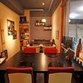 座敷のお席は個室にもできるようになっております。2~12名様まで入れます。