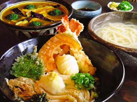 麺、出汁、天ぷら、漬物まで全て手作りのうどん専門店。こだわりの味を楽しんで。