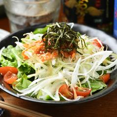 料理メニュー写真葱とキムチの塩ダレサラダ