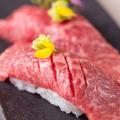 料理メニュー写真プレミアム神戸牛 中トロにぎり 1貫
