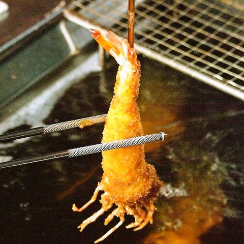 旬の素材を1本1本丁寧に揚げる、老舗の串揚げ専門店です。