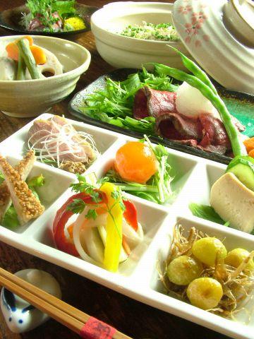 毎月楽しめる季節の旬の料理がウリ。飲み放題付コース3500円よりご用意!