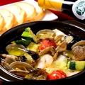 料理メニュー写真魚介と夏野菜のアヒージョ