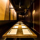 和モダン溢れる個室空間をご用意しております。新宿での飲み会や宴会、接待、女子会、誕生日・記念日など、様々なシーンに合わせたお席へとご案内致します。
