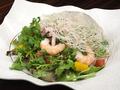 料理メニュー写真やまと豚の低温蒸しパクチーと柑橘のアジアンサラダ