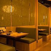 歓送迎会などの大小ご宴会に最適の半個室です。和を基調とした造りの店内は、心和ませる安らぎのひとときを演出致します。半個室7~8名様席、通常席連結で最大14名様席!