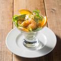 料理メニュー写真海老フリットとアボガドのオレンジマヨネーズ和え