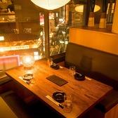 ゆったりとご利用頂ける広々テーブル席をご用意。周りを気にせずご利用頂けるプライベート空間です。