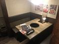 4名様静かなテーブル席☆壁にはおすすめメニューが貼ってあります。ぜひ注文してね☆