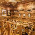 ロッジにあるテーブル席は10名様までご利用可能◎ナチュラルウッドを基調とした癒しの空間をご提供いたします。