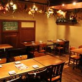 テーブル席は、2名、4名、8名等、人数に合わせてレイアウトを変更できます。女子会や誕生日会では、テーブルをつなげて盛り上がろう♪