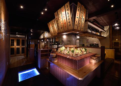 【平日が狙い目!】日本酒の樽が目印!毎日異なる地酒常時30種類グラス500円から