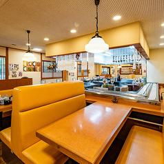6名様でご利用いただけるテーブル席をご用意!ゆったりしたテーブル席や掘りごたつテーブル席もございます。