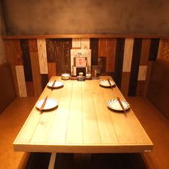 落ち着いて食事をお楽しみいただける2~4名様用のボックス席です♪