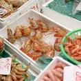 シンプルに味わうのも良し、鍋でダシを効かせるのも良し。近江町から仕入れる新鮮な魚介。