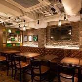 ◆2~4名様向けお席◆飲み会に最適★壁側のお席は、片側いす席の片側ソファ席をご用意しております。深く腰掛けてゆっくりとお食事とお酒を味わいたいお客様におすすめのお席です。人数調整可能ですのでお気軽にお問い合わせ下さい。
