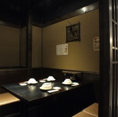 落ち着いた雰囲気の個室。4名様個室
