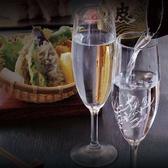 ご接待やご会食などの外せないシーンにもおすすめの日本酒数種や銘柄焼酎などのお酒が楽しめるプレミアム飲み放題はスタンダード飲み放題に+550円(税込)でお楽しみ頂けます。他にもワインやスパークリングワインなどのお酒も飲み放題ですので女子会や合コンなどのシーンにもおすすめです。