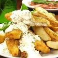 料理メニュー写真山盛りフィッシュ&チップス(ポテトとサラダ付き)