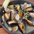 料理メニュー写真ムール貝と浅利のワイン蒸し