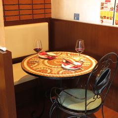 仲良し女子会にぴったり!半個室のテーブル席。周りの目を気にせずゆったりとした時間をお過ごしいただけます。