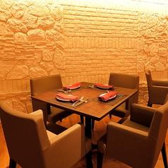 4名席×8テーブル(テーブル席は最大32名様までご利用可能)