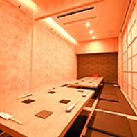 2名から15名まで収容できる完全個室を完備