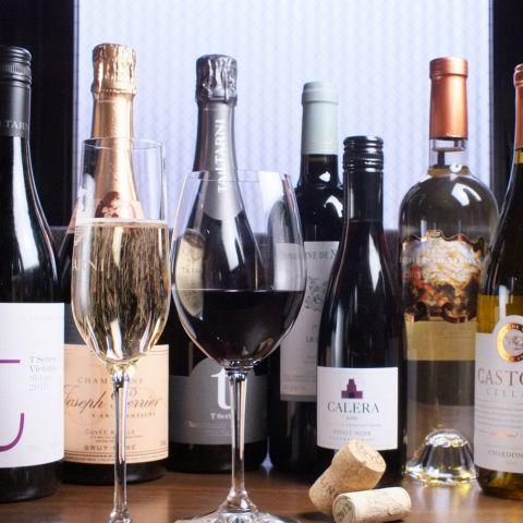 『本日のワイン飲み比べ(3種)1,800円(税抜)』~いろんな種類を楽しみたい方や、どの種類のワインを飲みたいか迷った方にぴったりです♪その他、グラスワインからボトルワインを数多くお取り揃えしておりますので、お気軽にお尋ねください。