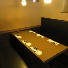 プライベート利用に最適な空間です。当店自慢のお食事で楽しいひと時をお過ごしください。