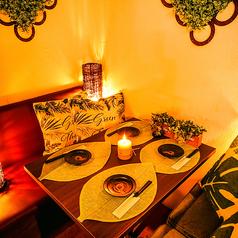 2名様用テーブル席★デートなどにおすすめの2名様用テーブル席は気軽に利用出来るお席です。当日の空席状況などは当店までお問い合わせください。~ビアホール 宴会 飲み会 女子会 合コン 記念日 誕生日ならデザイナーズ個室×食べ放題 桜ガーデン-sakura garden- 渋谷店