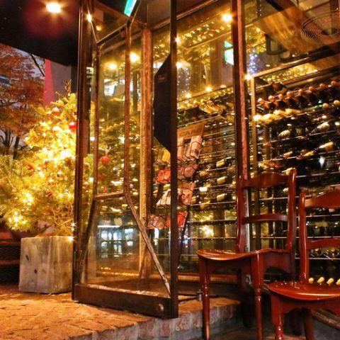赤ワイン・白ワイン共に厳選したワインを豊富に取り揃えております。ワインと共にお楽しみ頂けるドルチェやピザ・パスタなども各種ご用意☆中世ヨーロッパのような雰囲気の中で素敵な時間をお過ごし頂けます。