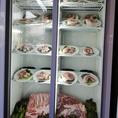 ご自由にお肉のおかわりが出来ます!国産豚肉とフランスブルターニュ産ラ・サンテポルクなど厳選された美味しい豚肉をご用意しております。