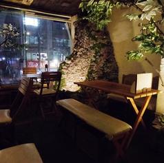 お店左側のテーブル席。少人数利用も、大人数様のでご利用も○ 【歓送迎会/飲み放題が充実の居酒屋】
