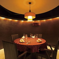 4~6名様個室です。丸テーブルで広めの室内はプライベート感たっぷり。