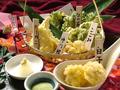 料理メニュー写真季節の食材の天ぷら