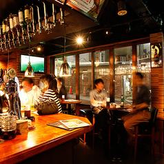 ビアバーロードハウスのカウンターには毎日ビール好きのお客様が好きなビールの新発見に訪れます♪