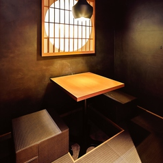 【人気】2名様の掘りごたつ個室は落ち着いた空間で大人気。デートや友人同士など、プライベート空間でお楽しみいただきたい方におすすめです。