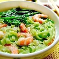 健康美食料理★中華街初のヘルシーほうれん草練りこみ麺