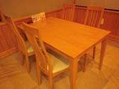 ご家族やご友人とのお食事にも最適な4名様掛けのテーブル席。