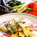 料理メニュー写真旬野菜のサラダ アンチョビビネグレット