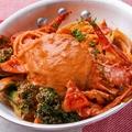 料理メニュー写真豪快丸ごと渡り蟹とブロッコリーのトマトクリームパスタ