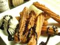 料理メニュー写真練乳チュロスとチョコ生クリーム アイス添え
