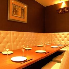 女子会やデートにもピッタリな半個室テーブル席がございます。