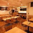 【テーブル】広い店内は25名様~貸切可能◎会社宴会や仲間内との飲み会にぜひご利用ください!