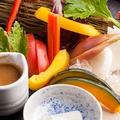 料理メニュー写真季節のお野菜5種類のバーニャサラダ たまり醤油ソース