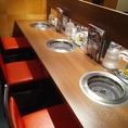 【梅田で一人焼肉】カウンター席は一人一台の無煙ロースター完備!おひとりさまでも楽しめる2切れからのご注文が可能なメニュー♪