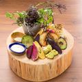 料理メニュー写真グリル野菜とフレッシュ野菜のバーニャカウダ